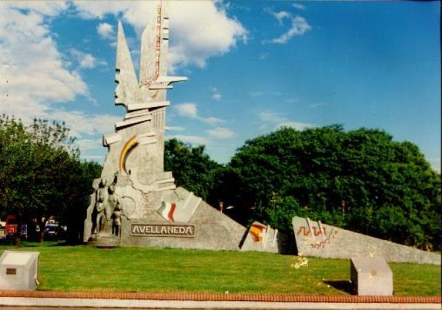 MONUMENTO A LA CIUDAD